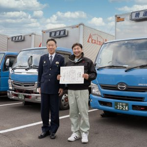 運転手の新田さん高齢者を保護し、稲敷署から感謝状